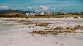 Lo stabilimento Solvay, visto dalle spiagge bianche. Foto : David Marsili