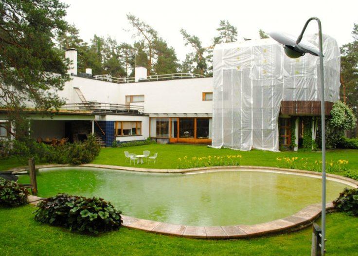 alvar-aalto-skateboarding-claim-architecture-news-villa-mairea_dezeen_banner-852x609